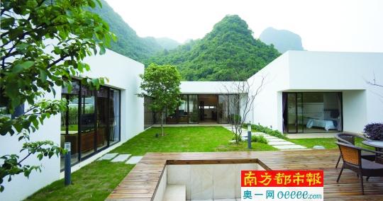 度假区别墅型度假酒店糅合西方后现代与中国四合院的特色,环山而建.图片